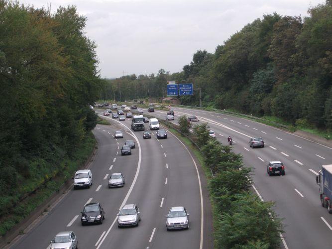 Duisburg-Blick vom Zoo auf die Autobahn