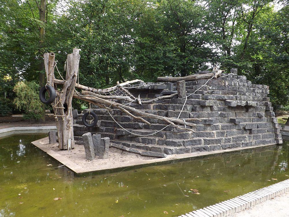 Mantelpaviananlage (Zoo Krefeld)