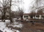 Storchenwiese mit Gaststätte im Hintergrund (Zoologischer Garten Hof)