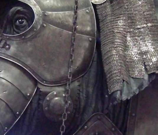 Reproduktion einer Elefantenrüstung in Stratford Armouries, Stratford-upon-Avon
