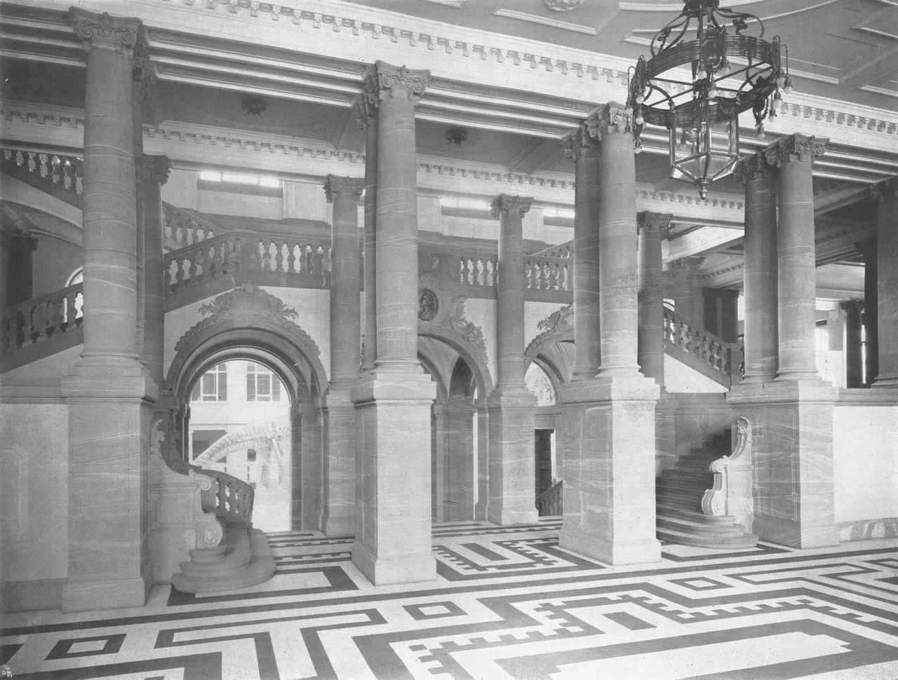 Foyer des Senckenberg-Museums kurz nach Errichtung des Baus (1908)