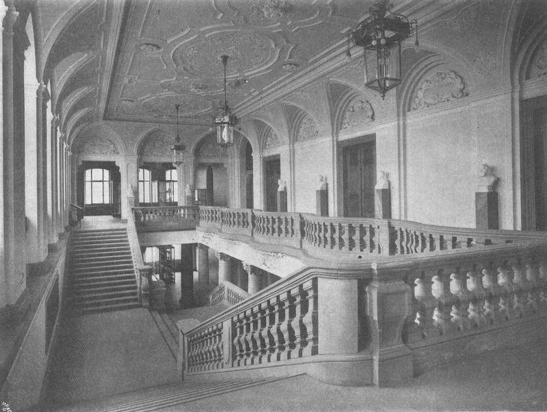 Treppenhaus des Senckenberg-Museums kurz nach Errichtung des Baus (1908)