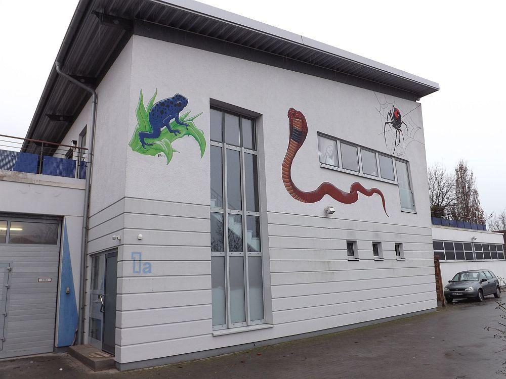In der Nähe des Reptiliumhaupteingangs (Landau)