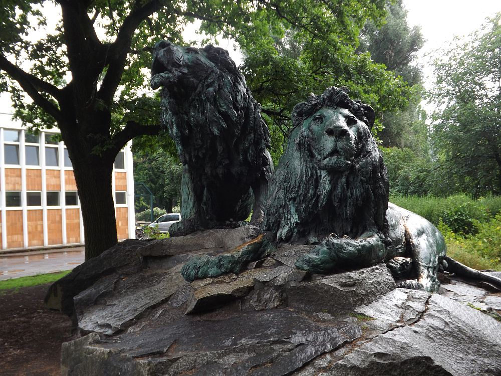 Löwenstatuen (Tierpark Berlin)