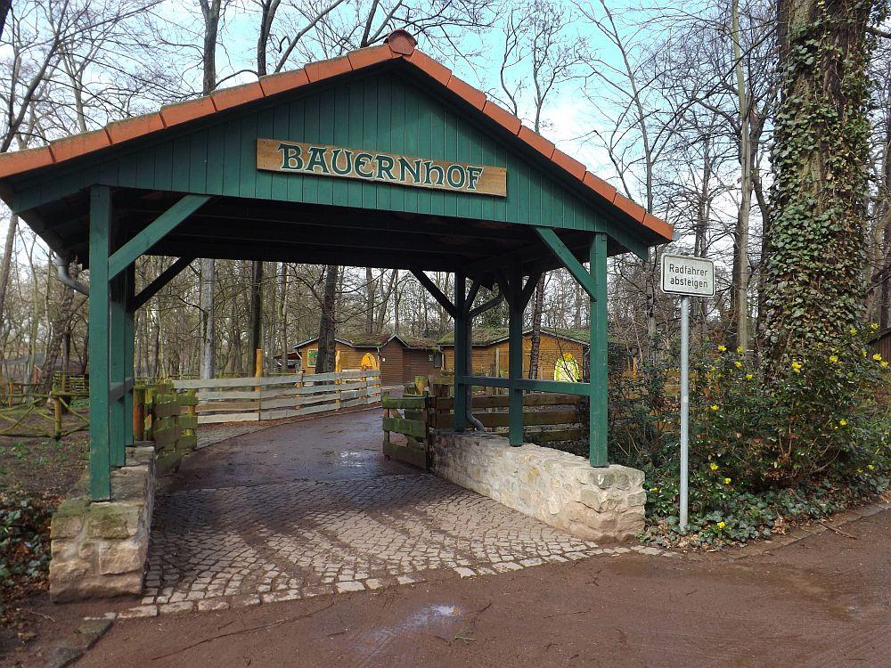 Eingang zum Bauernhof (Heimattierpark Merseburg)