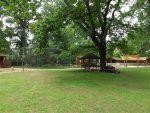 Tierpark Eilenburg, Blick auf die Uhvoliere und die Wollschweinanlage