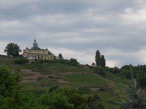 Blick auf das Spitzhaus von Radebeul aus gesehen