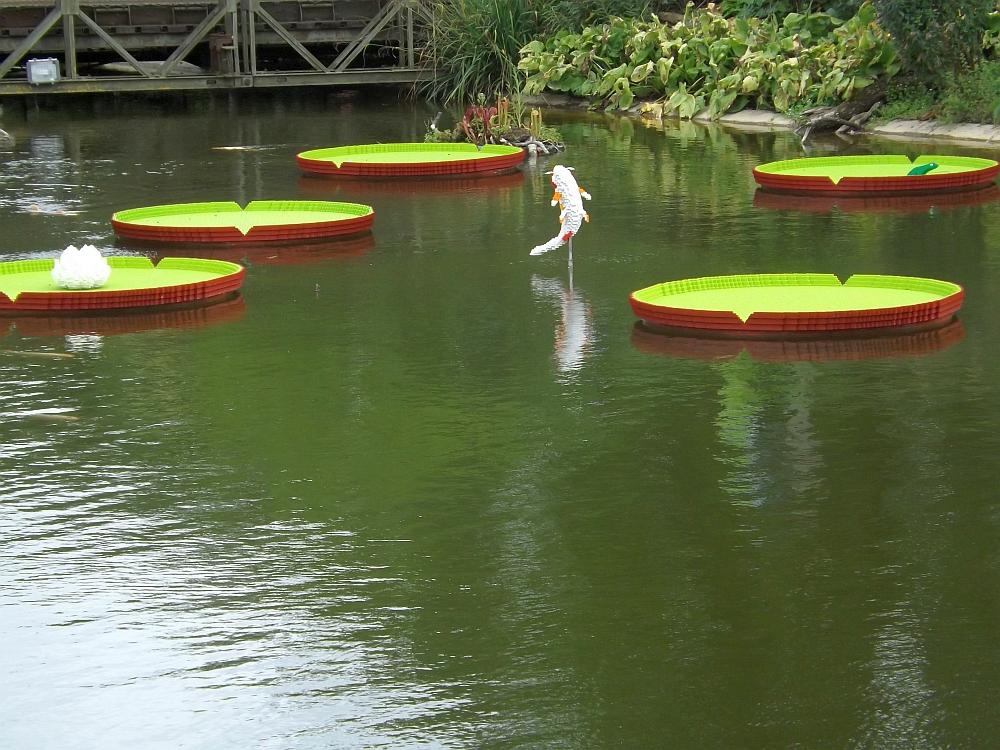Lego-Koi und Seerosen (Zoo Planckendael)